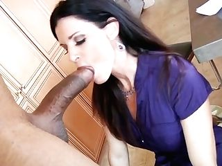 Voracious Dark Haired Bitch With Awesome Bod Gives A Head
