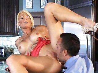 Blonde Mummy Wifey Gets Fuckpole In The Kitchen