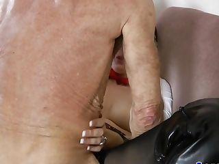 Brit Mummy Fingerblasted And Fucked In Elderly Trio
